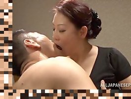 japanese mature cum swallowing